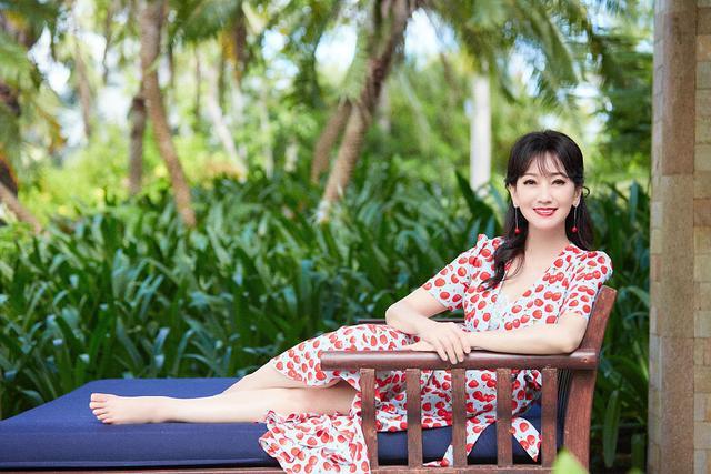 赵雅芝海边度假大片释出甜蜜可人 穿波点红裙笑容粲然似仙女274 作者:admin 帖子ID:23438