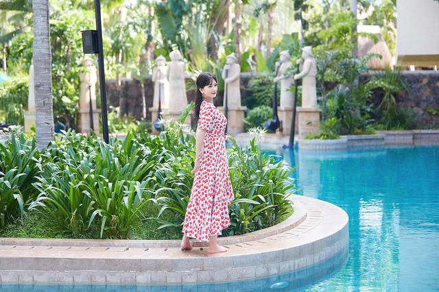 赵雅芝海边度假大片释出甜蜜可人 穿波点红裙笑容粲然似仙女8592 作者:admin 帖子ID:23438