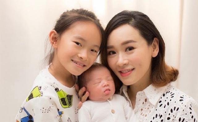 思琦老公:生下二胎老公身份仍是迷!港姐杨思琦一人带俩娃,八年前未婚产女