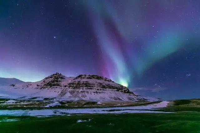 """孤獨的人群中,浮起一座""""小冰島"""""""