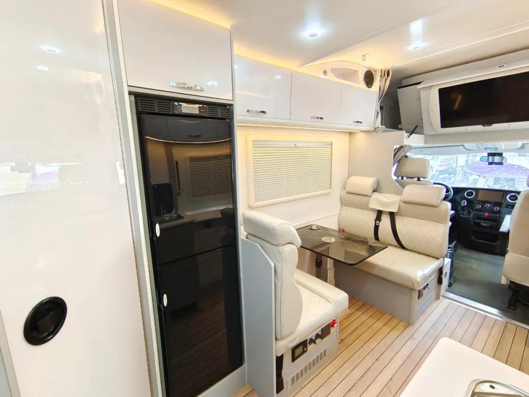 舜宇依维柯欧胜冰淇淋房车 可实现边旅行边赚钱的房车