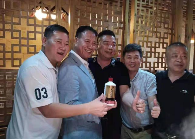"""裕贡酒丨赴昔日""""大哥""""万梓良的一场密约"""