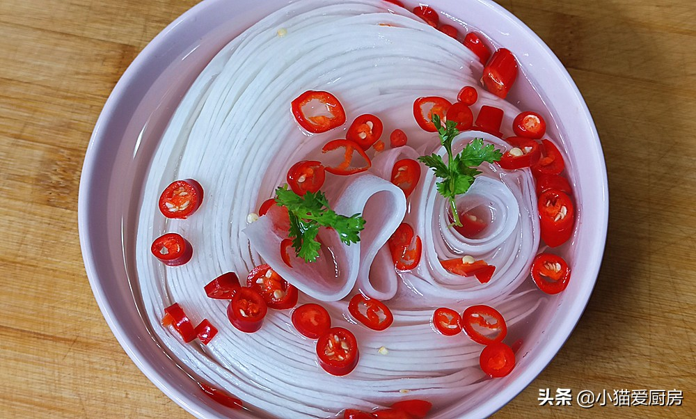 【雪碧泡萝卜】做法步骤图 成菜酸辣脆爽又开胃 吃一次忘不了