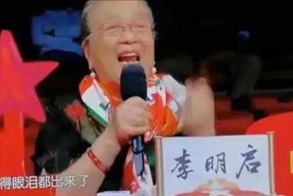 杭州67岁普通老太太,穿短裙,学吉他,玩摇滚:老了我也要怒放