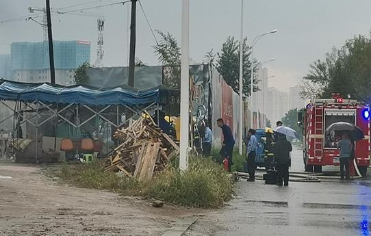 【我为群众办实事】修车铺内突起火 民警快速反应保安全