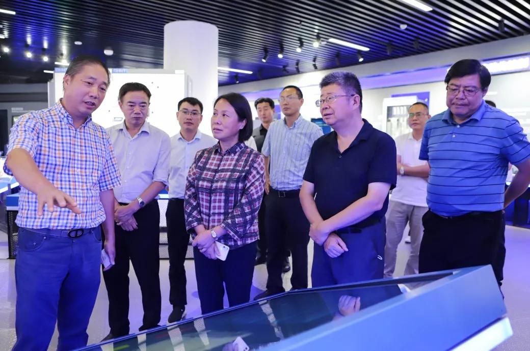 湖北省民宗委党组成员、副主任吴红娅一行莅临正泰考察调研